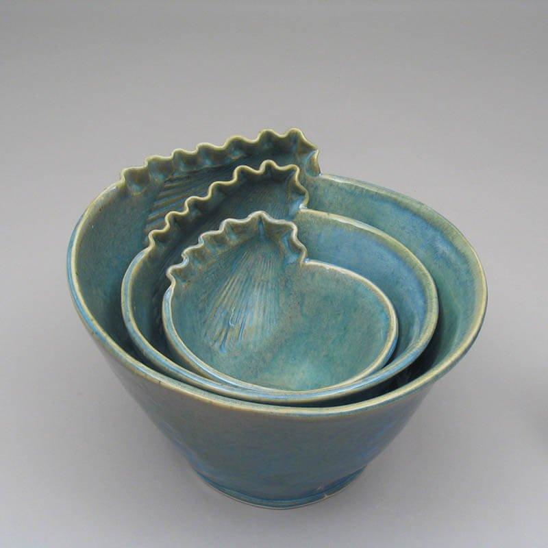 Blue porcelain shell bowls